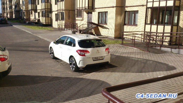 [БЖ C4B7] Pavel, 120MT, hatchback, dynamique, blanc banquise, 2011 - DSC_0093[1].JPG