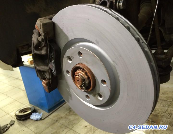 Тормозной суппорт, тормозные диски и колодки - новый диск.JPG