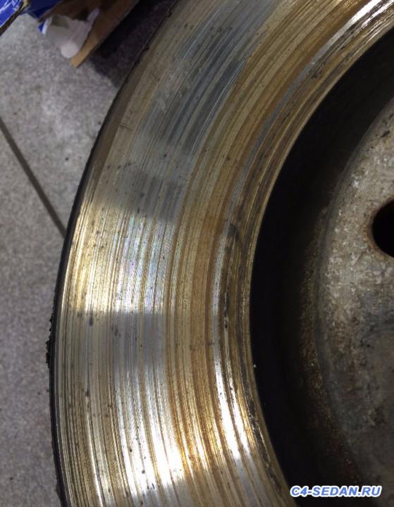 Тормозной суппорт, тормозные диски и колодки - внешняя сторона.JPG